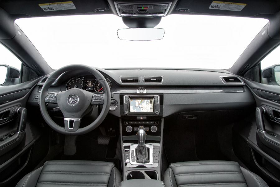 2017-Volkswagen-CC-front-interior-driver-dash-and-display-audio_o.jpg